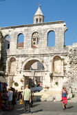 People walking in front of Diocletian palace in Split — Stock Photo