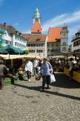 People walking and shopping at the market of Ueberlingen — Stock Photo