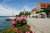 People walking by the lake of Constance at Ueberlingen — Stock Photo