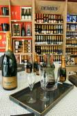 Champagne shop at Reims — Stock Photo
