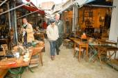 People shopping at the flea market — Stock Photo