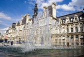 Fountain in front of the city-hall at Paris — Stock Photo