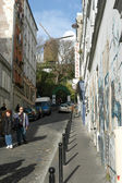 People waking at the neighborhood of Monmartre in Paris — Stock Photo