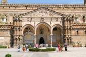 People walking in front of the cathedral at Palermo — Stock Photo