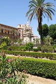 Gärten vor Normannenpalast in Palermo — Stockfoto