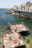 People sunbathing on che coast of Siracusa on Sicily — Stock Photo