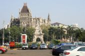 Colonial Oriental Building on famous square in Mumbai — Stock Photo