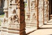 Ancient basrelief of hindu deities in Achyutaraya Temple — Stock Photo