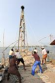 Fishermen operate a Chinese fishing net — Stock Photo