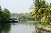 Fisherboat on the way from Kollam to Alleppey — Stock Photo