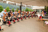 People pedaling during a spinning class — Foto de Stock