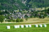Landscape with hay bales at Olivone — Стоковое фото