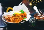 Onions  bhaji with mango chutney — Stock Photo