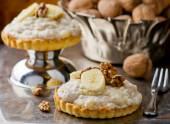 Frutos secos y pasteles de crema de plátano. — Foto de Stock