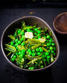 Stewed green peas with fried eggs — Stock Photo