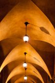 Arched ceiling walkway — Stock Photo