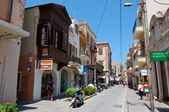 CRETE,RETHYMNO-JULY 23:Shopping Arkadiou street on July 23,2014 in Rethymnon city on the island of Crete in Greece. Arkadiou Street is one of the most important shopping centres in Rethymnon — Stock Photo