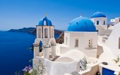 Oia Orthodox churches and the bell tower on Santorini island, Greece. — Stock Photo