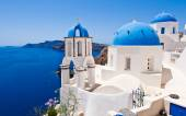 Oia Orthodox churches and the bell-tower. Santorini island, Greece. — Stock Photo