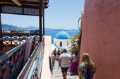 SANTORINI,OIA-JULY 28: Tourists go look at Oia sights on July 24,2018 in Oia town on the Santorini island, Greece. — Stock Photo