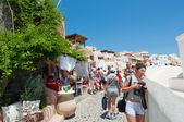 SANTORINI,OIA-JULY 28: Tourists on the Oia street on July 24,2018 in Oia town on the Santorini island, Greece. — Stock Photo