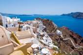 Vista de la ciudad de Oia y el castillo de Oia a Thirassia, Thera (Santorini), Grecia. — Foto de Stock