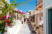 SANTORINI,OIA-JULY 28: Shopping street on July 28,2014 in Oia town on Santorini, Greece. Oia is a small town on Thira (Santorini) and Therasia, Greece. — Stock Photo