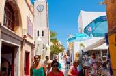 SANTORINI,OIA-JULY 28: Shopping street on July 28,2014 in Oia town on Santorini, Greece. Oia is a small town on the islands of Thira (Santorini) and Therasia, Greece. — Stock Photo