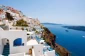 Panorama of Fira town on the edge of the caldera cliff on the island of Thira (Santorini), Greece. — Stockfoto