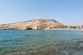 Famous Matala hippy beach with caves on the Crete island, Greece. — Zdjęcie stockowe