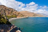 CRETE,GREECE-JULY 23:Tourists go down the steps to the Preveli Beach on July 23,2014 on Crete, Greece. Preveli Beach is situated 40 km south of the main town and is the most idyllic beach in Crete. — Stock Photo