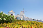 The windmill on the island of Thira (Santorini), Oia. Greece. — Stock Photo