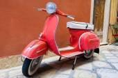 CORFU-AUGUST 22: Classic Vespa scooter parked on Kerkyra street on August 22, 2014 on Corfu island. Greece. Vespa is an Italian brand of scooter manufactured by Piaggio. — Stock Photo