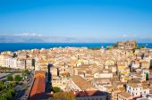 CORFU-AUGUST 22: Panoramic view of Corfu city from the New Fortress built on the hill of St. Mark on August 22, 2014 on Corfu island, Greece. — Stockfoto