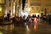 CORFU-AUGUST 25: Tourists have dinner in a local restaurant at night on August 25, 2014 in Kerkyra town on the Corfu island, Greece. — Stock Photo