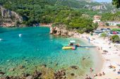 CORFU-AUGUST 26: Palaiokastritsa beach, holidaymakers sunbathe on the beach on August 26,2014 on the Corfu island, Greece. Palaiokastritsa is a village with famous beaches in the North West of Corfu. — Stock Photo