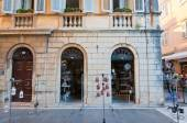 CORFU-AUGUST 27: Venetian Kerkyra city with the row of souvenirs shops on August 27, 2014 on Corfu island, Greece. — Стоковое фото