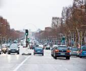PARIS-JANUARY 10: The Avenue des Champs-Élysées towards the Place de la Concorde on January 10,2013. — Stock Photo