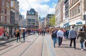 AMSTERDAM-APRIL 27: Crowd of people celebrate the King's Day on Rokin street on April 27,2015. — Stock Photo