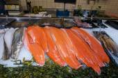 AMSRETDAM-APRIL 28: Fresh Dutch seafood displayed for sale in a local shop on April 28,2015, the Netherlands. — Stock Photo
