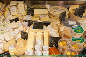 AMSRETDAM-APRIL 28: Various brands of Dutch cheese displayed for sale in a local shop on April 28,2015, the Netherlands. — Stock Photo