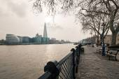 Thames river with Shard — Stockfoto