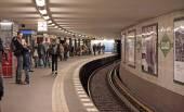 People at Potsdamer Platz subway station — Stock Photo