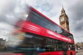Czerwony autobus brytyjski ruchu przed Big Ben — Zdjęcie stockowe