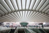 Interior of Oriente Station — Stock Photo