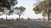 Tourists looking at the city  of Lisbon — Stock Photo