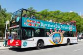 Touristic bus in front of Sagrada Familia. — Foto de Stock