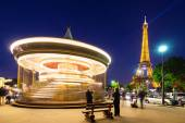 Illuminated vintage carousel close to Eiffel Tower — Stock Photo