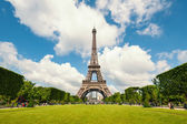 Eiffel Tower and gardens — Stock Photo