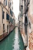 ヴェネツィア、イタリアの典型的な運河. — ストック写真